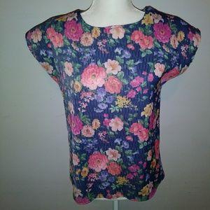 Vintage Shirt w/ a beautiful floral pattern
